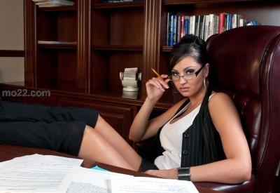رئيسي في العمل امرأة تحكمني