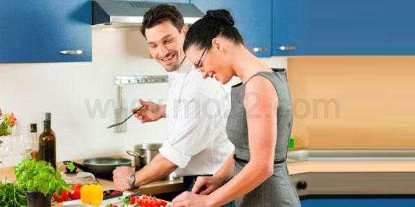 لماذا يرفض الرجل العربي دخول المطبخ وهل هذا انتقاصا للرجولة؟